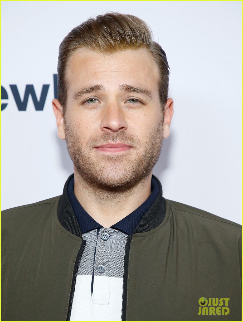 chris evans supports brother scott evans sell by premiere 114375879