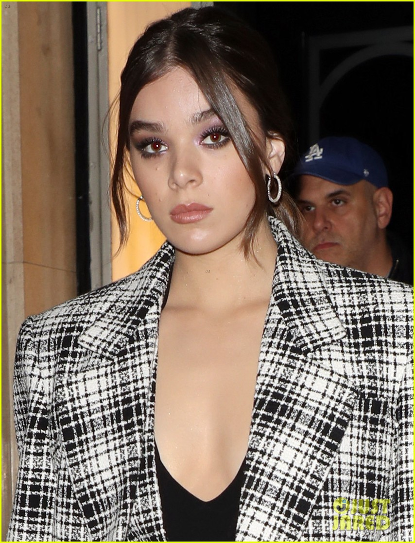 hailee steinfeld plaid suit london dickinson promo 034376127