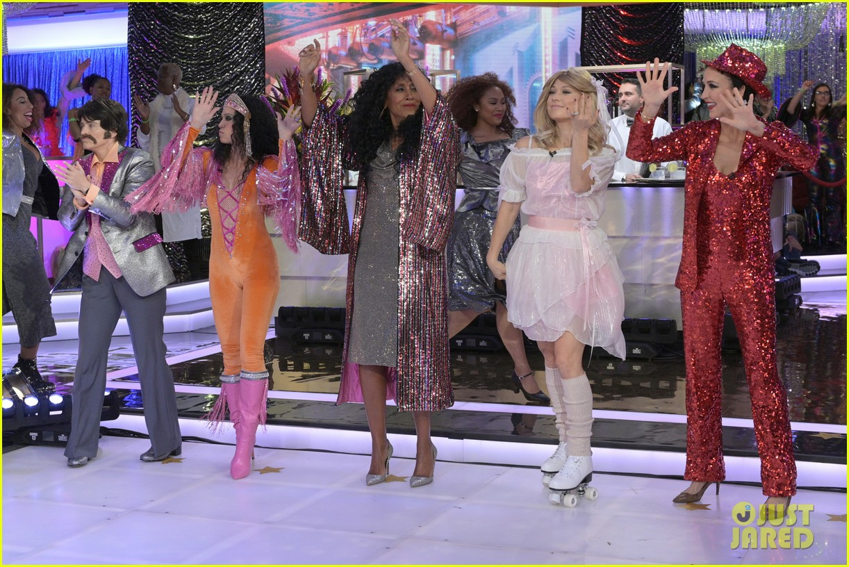 good morning america transforms into studio 54 for 70s themed halloween 014379690