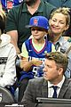 kate hudson cheers on clippers with her sons at lakers game 02