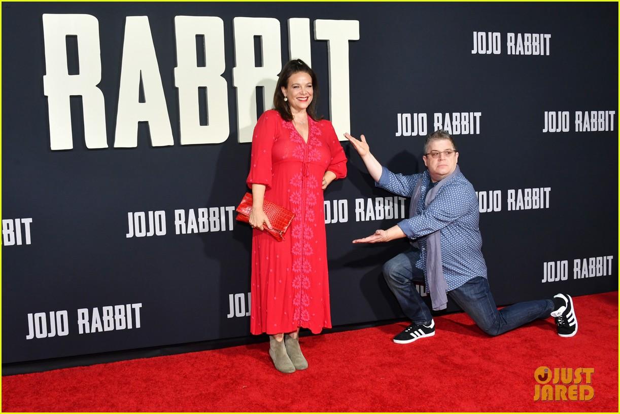 Jojo Rabbit Cast >> Scarlett Johansson Taika Waititi Join Jojo Rabbit Cast