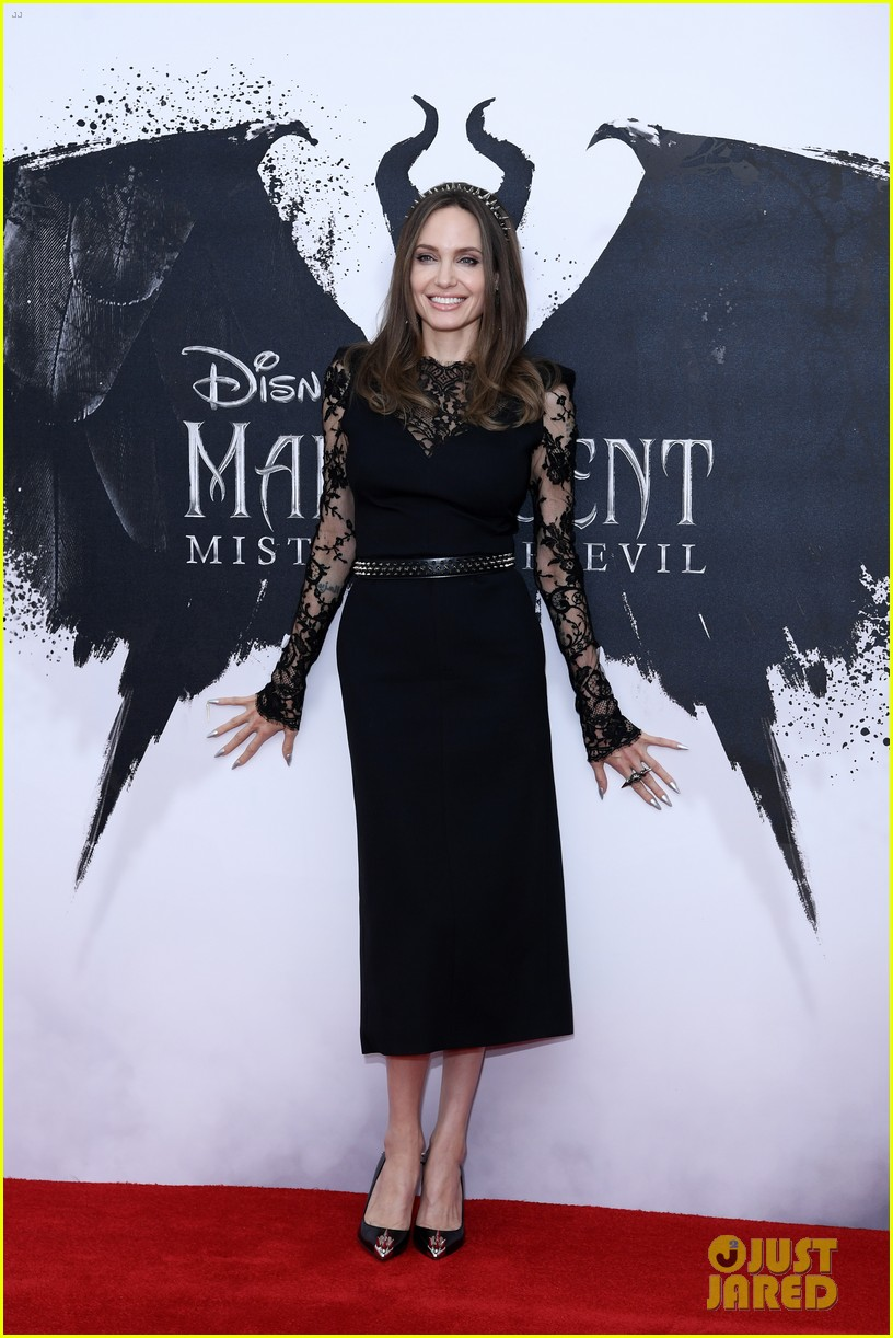Angelina Jolie Wears Maleficent S Horns Again During