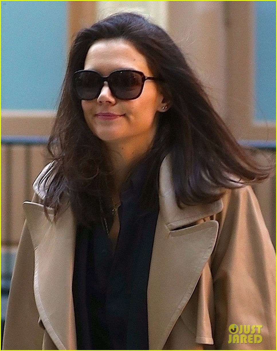 katie holmes reunites with all my sons co star dianne wiest 044374411