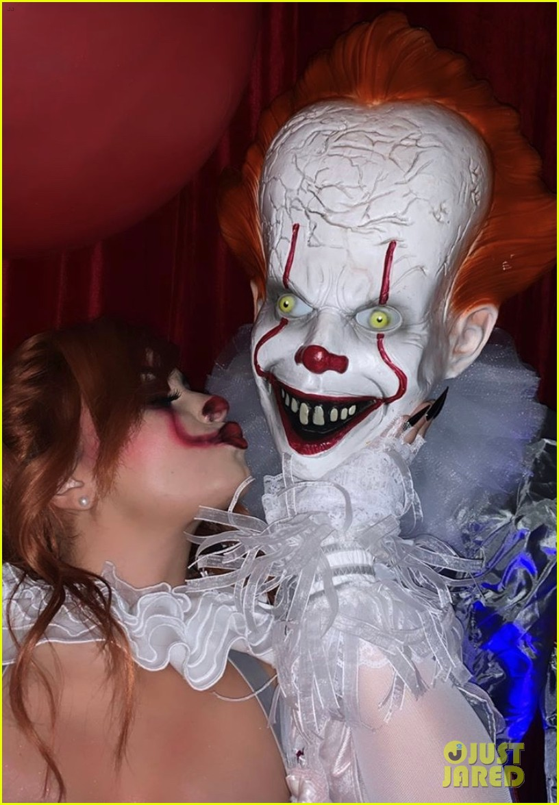 demi lovato hosts her 4th annual halloween party as pennywise 014377815