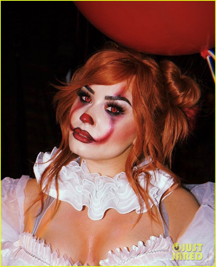 demi lovato hosts her 4th annual halloween party as pennywise 034377817