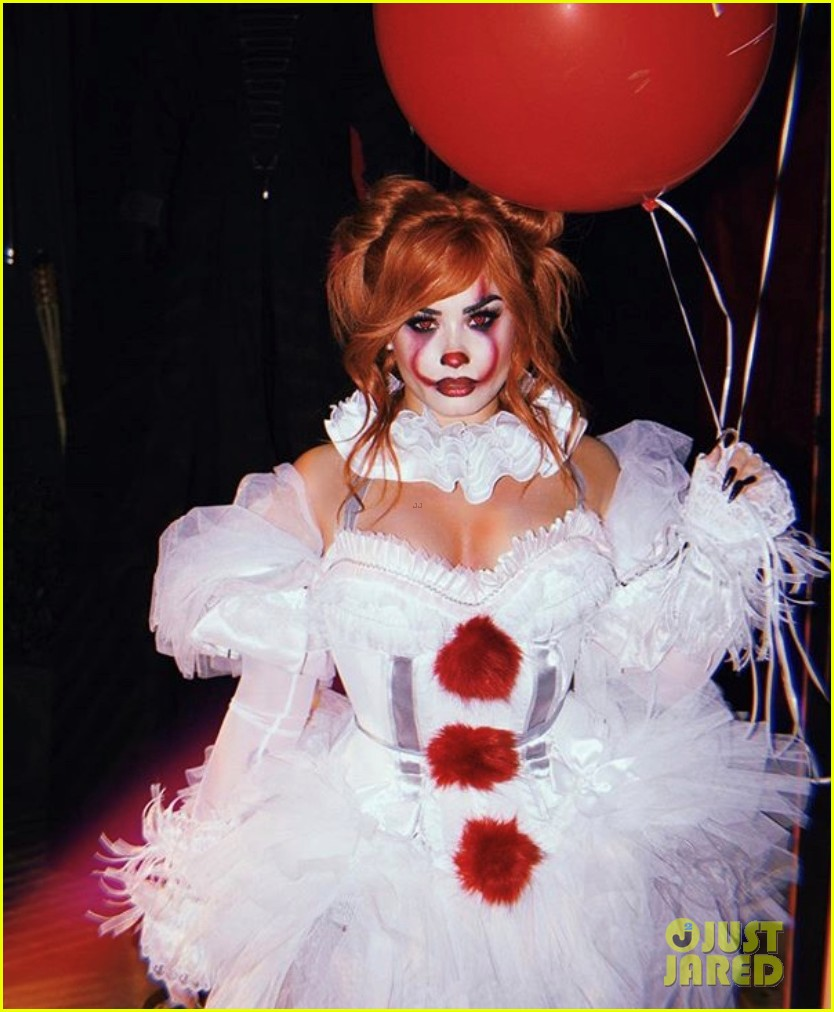 demi lovato hosts her 4th annual halloween party as pennywise 044377818