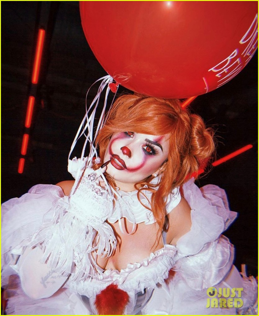 demi lovato hosts her 4th annual halloween party as pennywise 054377819