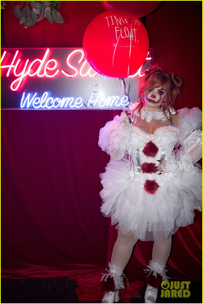 demi lovato hosts her 4th annual halloween party as pennywise 084377822