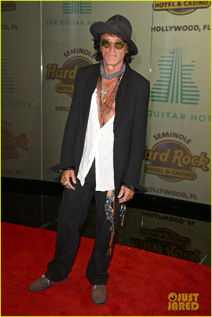 johnny depp joe manganiello buddy up at seminole hard rocks guitar hotel grand opening 064376508