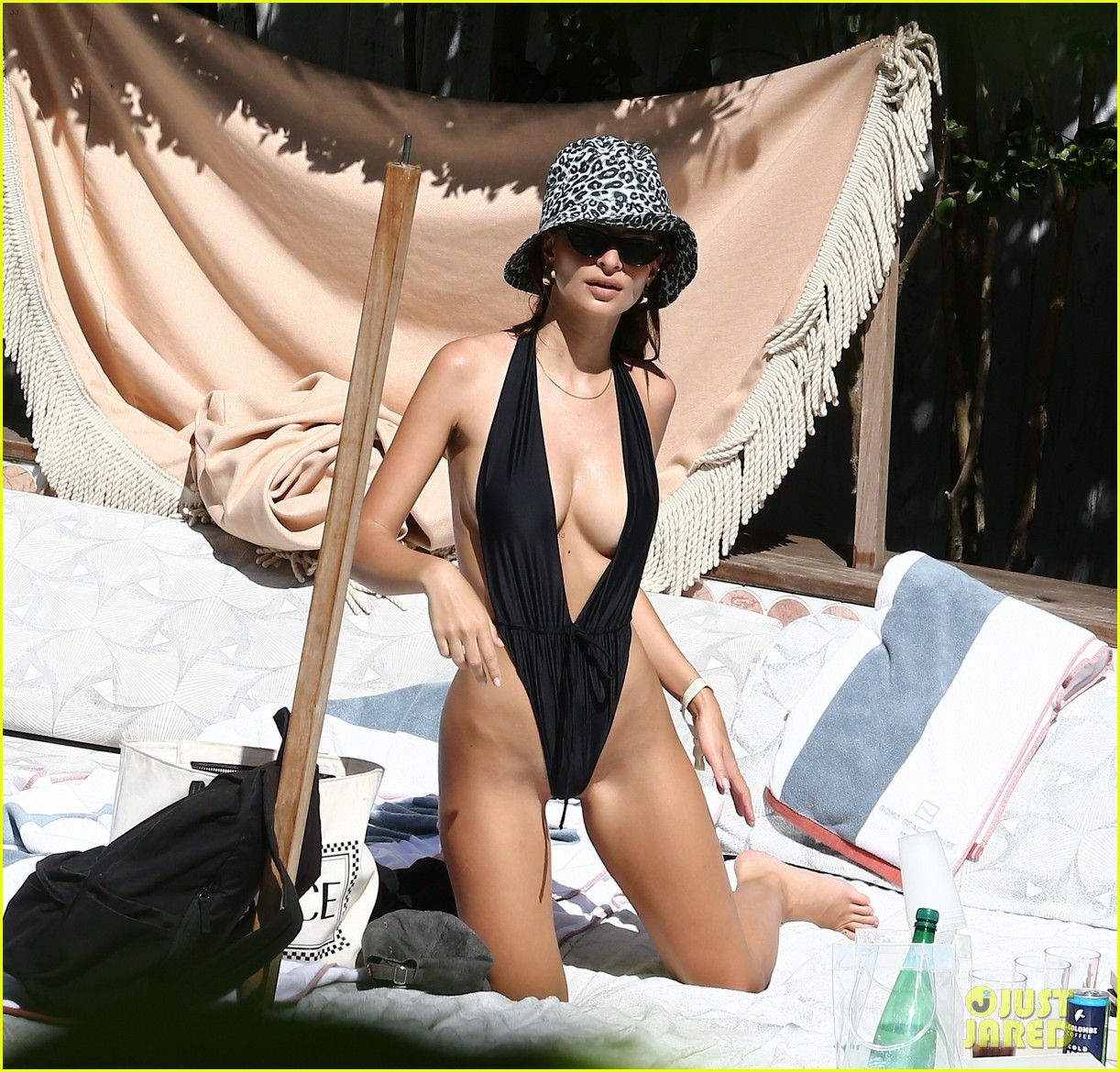 Story Emily Ratajkowski Vetted Husband Two Years: Emily Ratajkowski Wears A Barely There Swimsuit In Miami