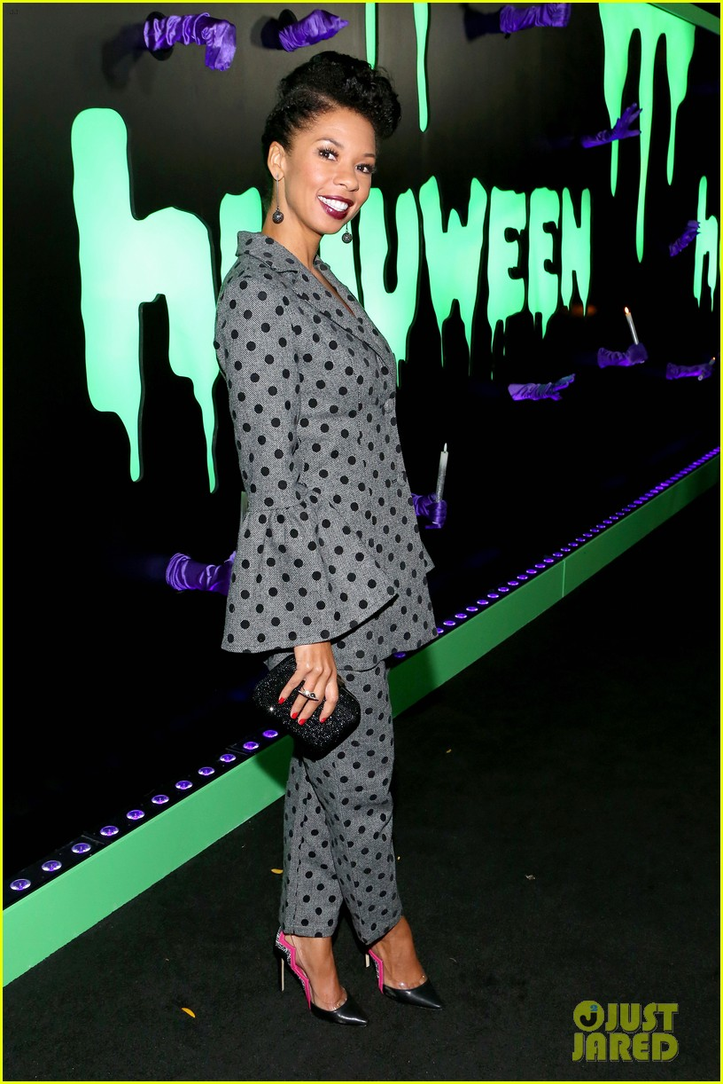 abigail spencer lizzy caplan hulaween party 114366157