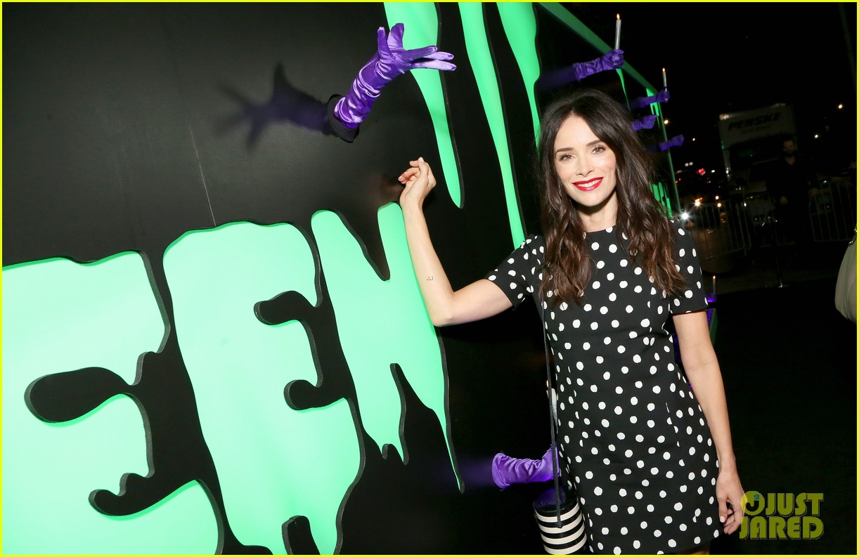 abigail spencer lizzy caplan hulaween party 224366168