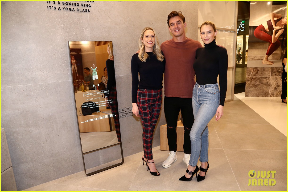 kate beckinsale tyler cameron more celebrate mirrors grand l a opening 024390826