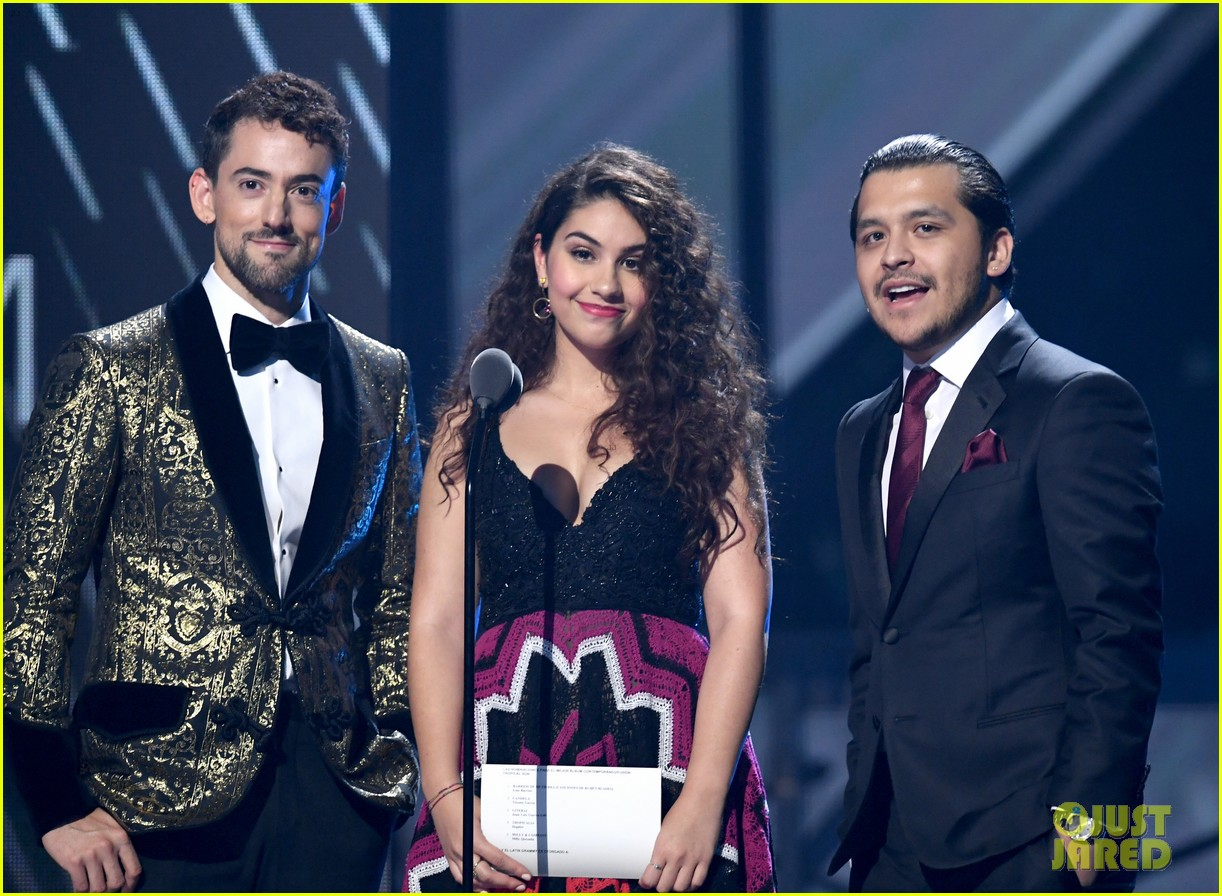 alessia cara heart print suit for latin grammys performance 054388375