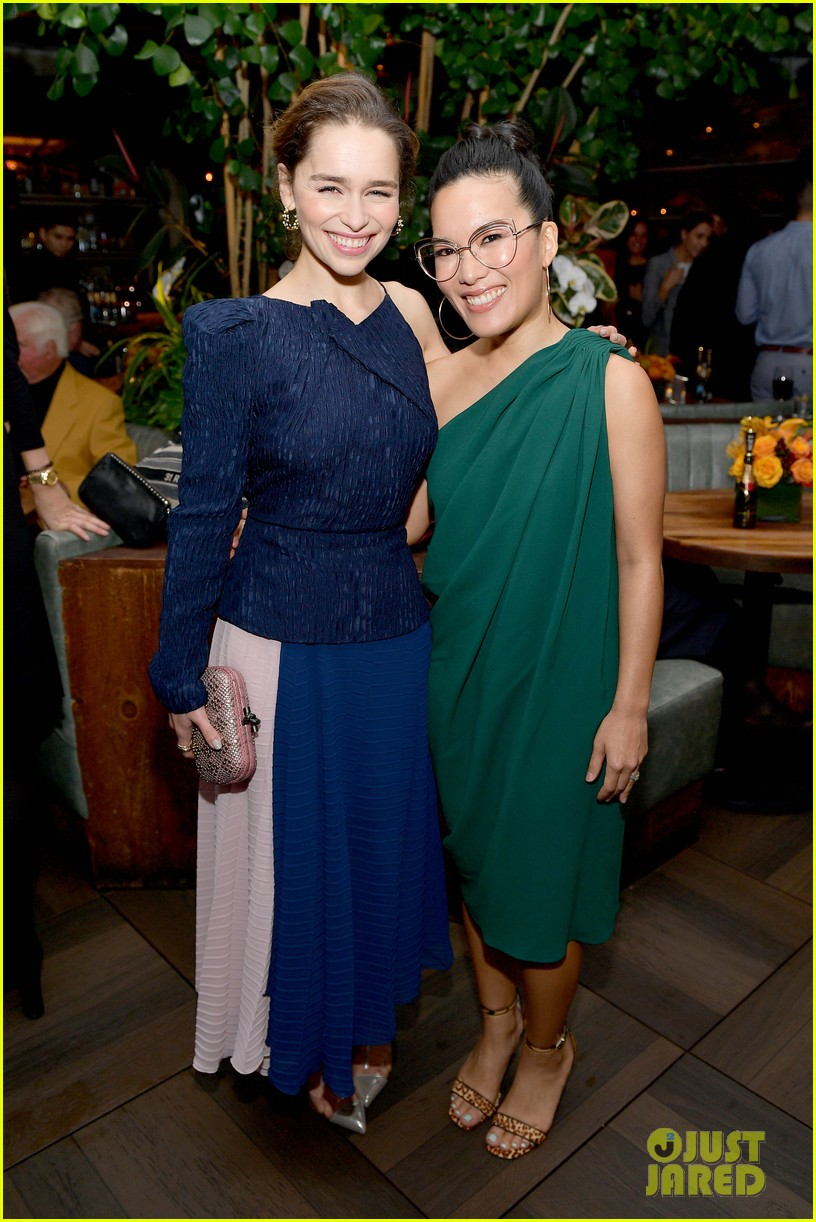 emilia clarke others at hfpa party 044388749