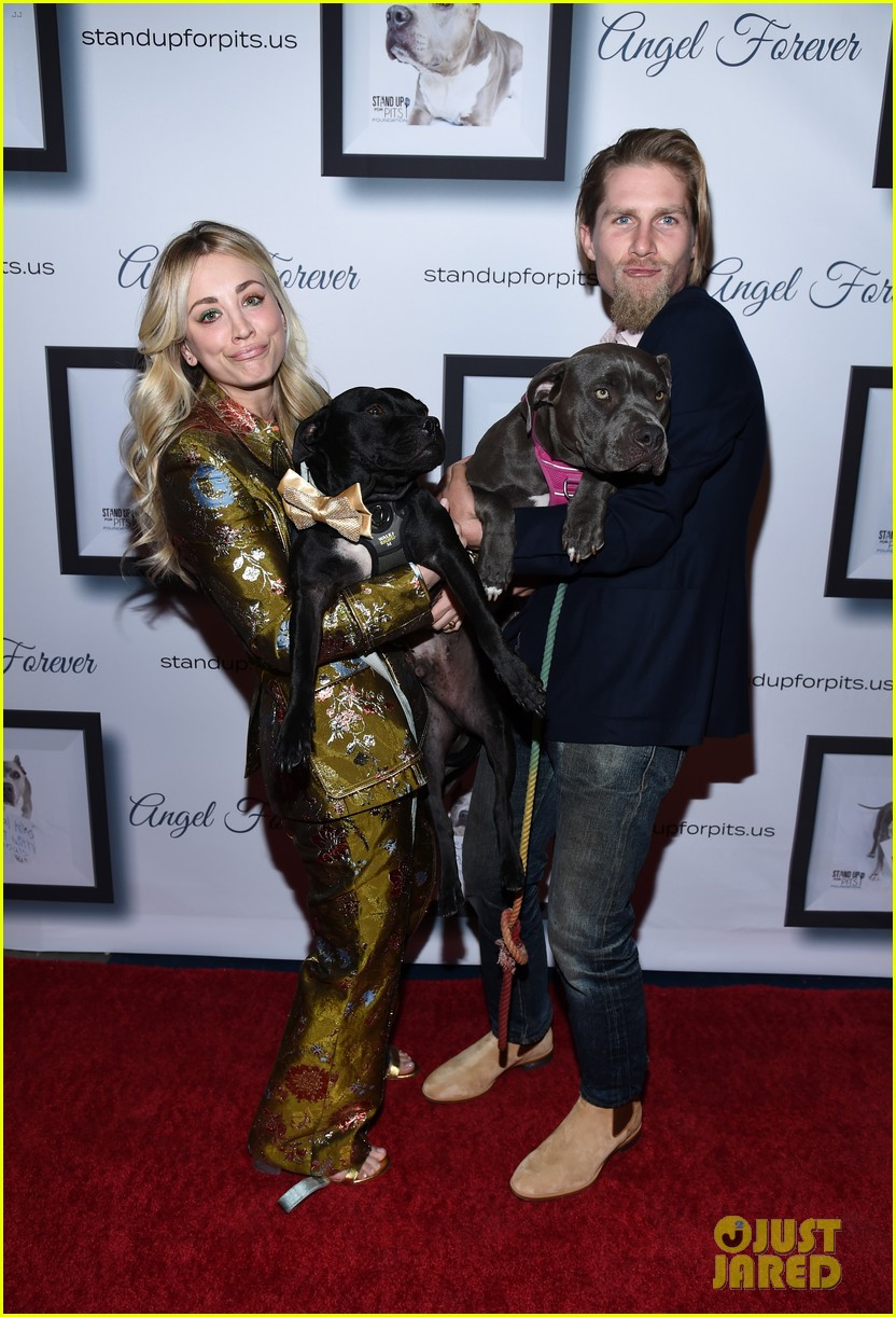 kaley cuoco hosts stand up for pits gala 2019 with karl cook 054382006