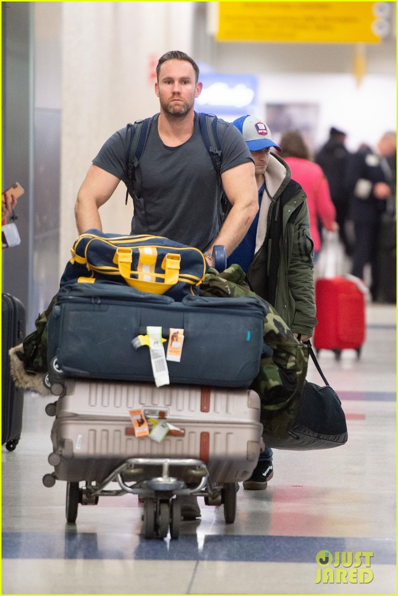 daniel radcliffe bodyguard airport arrival 034390524