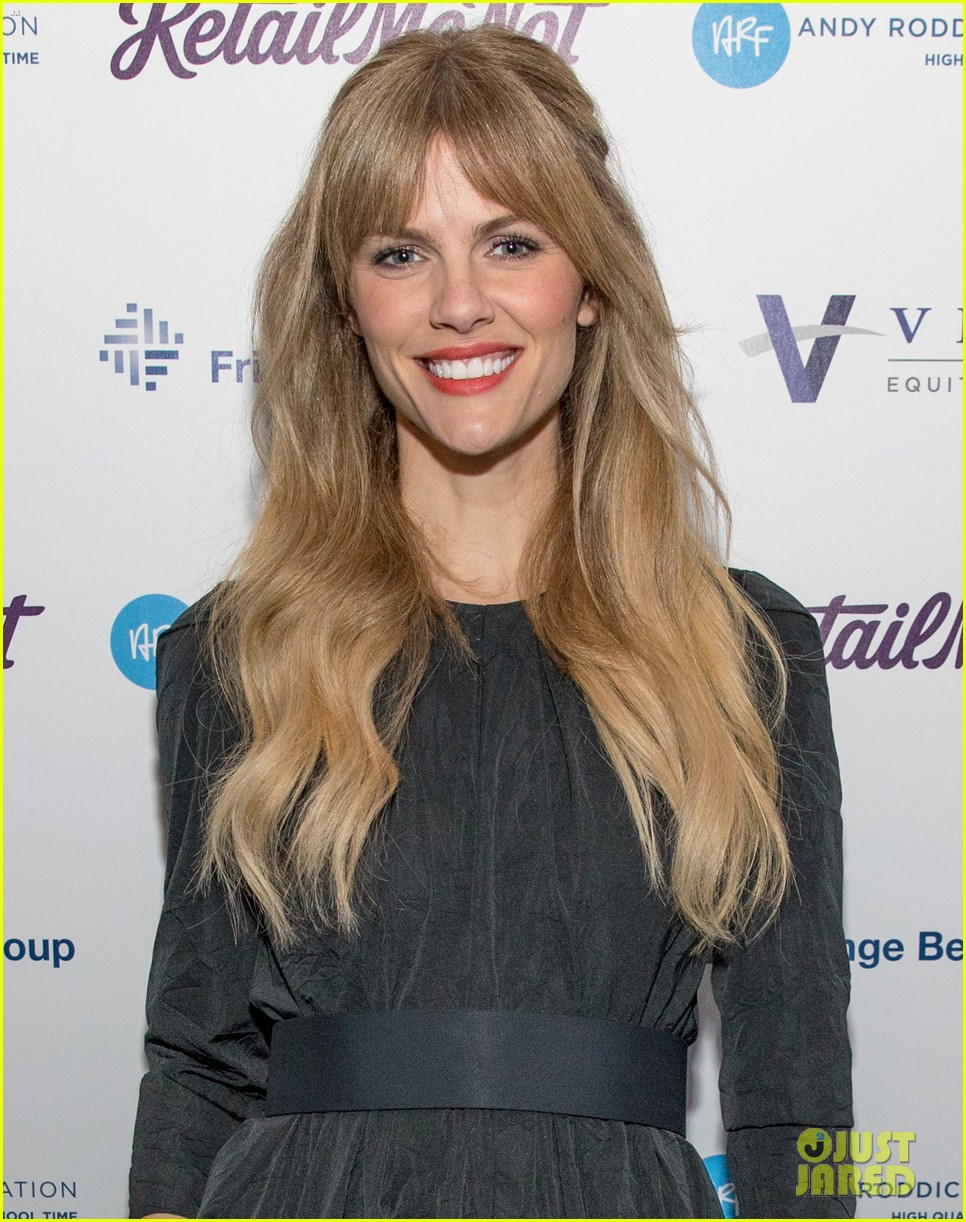 brooklyn decker supports hubby andy roddick at his 14th annual foundation gala 034389957
