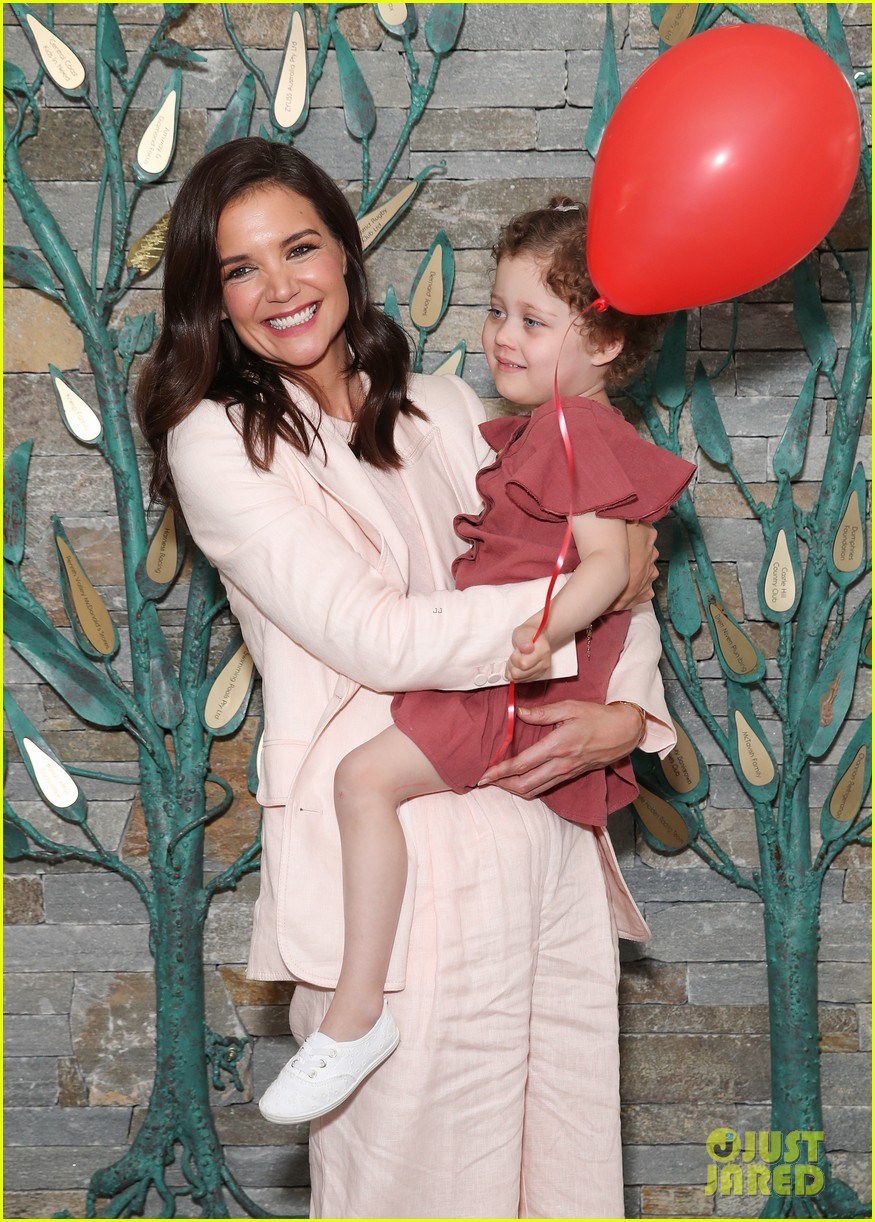 katie holmes arrives in australia for mchappy day charity 044388630