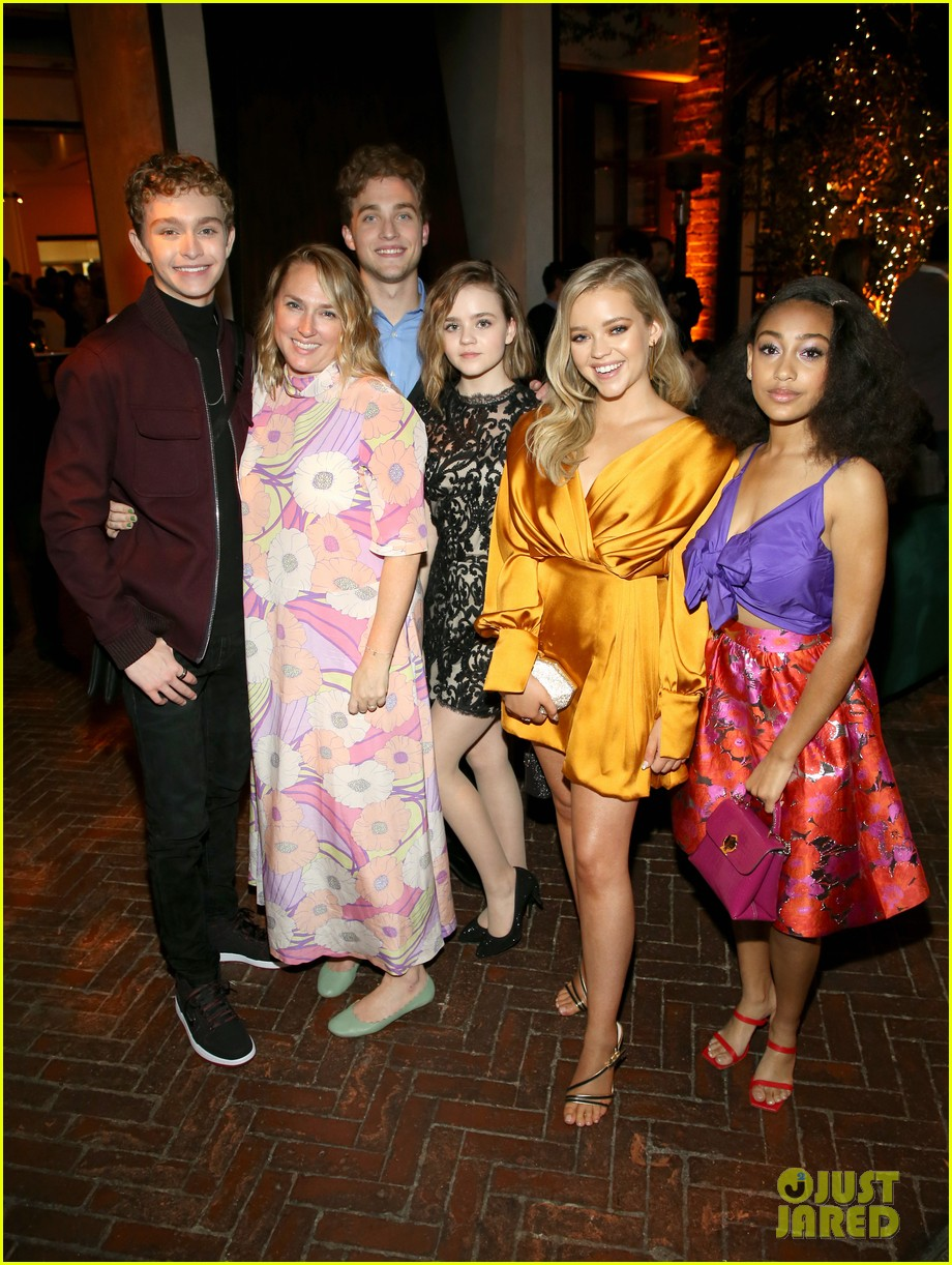 Joey king celebrates at hulu 39 s holiday party with 39 the act 39 co stars photo 4387420 abigail - Clark backo age ...