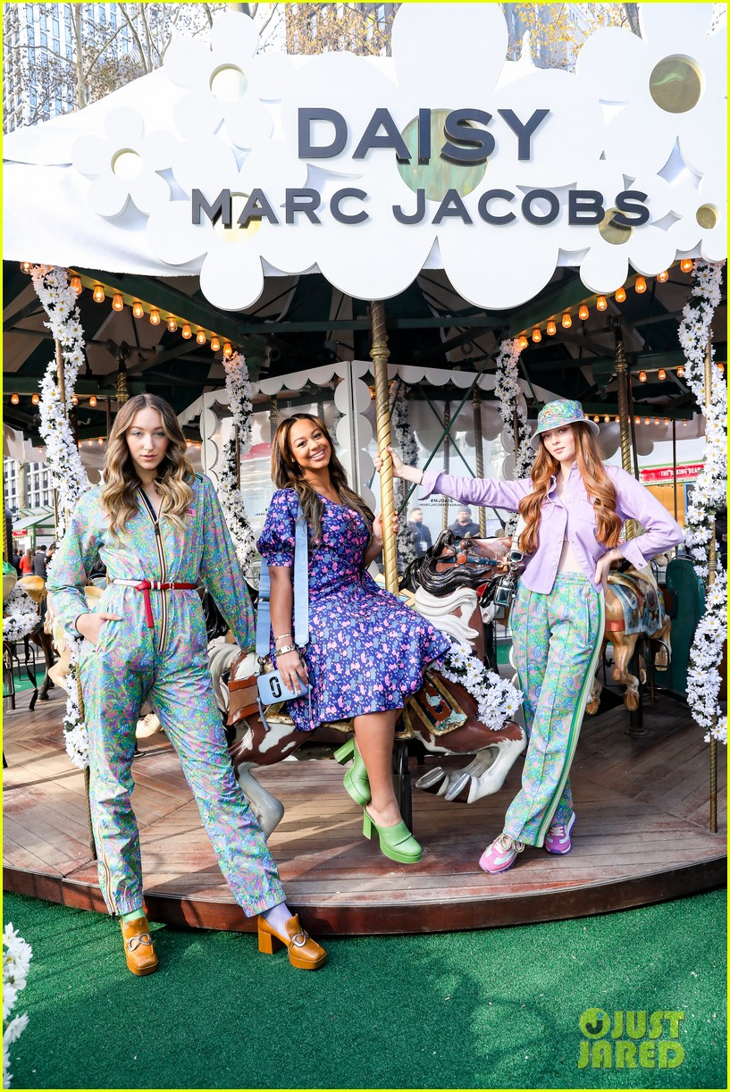 kaia gerber bailee madison landry bender more daisy marc jacobs event 044391996