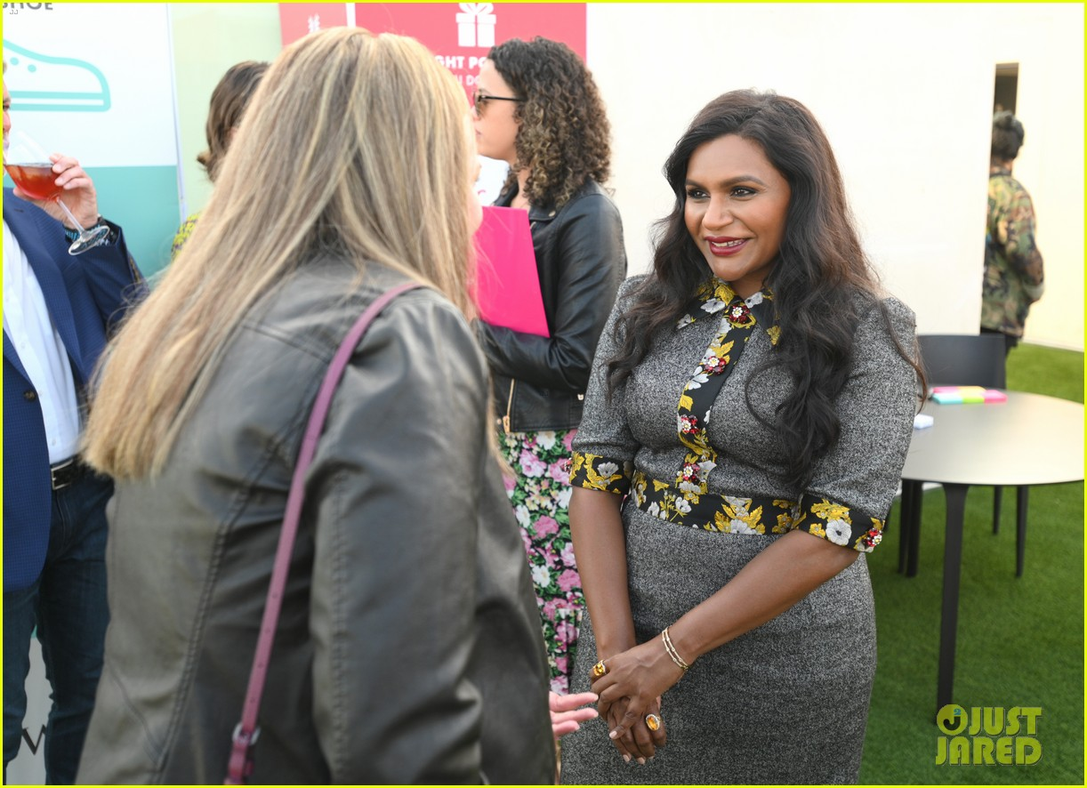 mindy kaling attends dsw gives do good pop up event 044384624