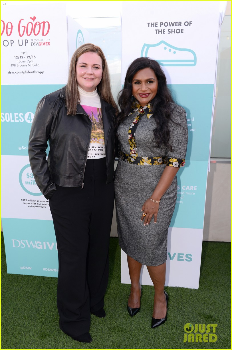 mindy kaling attends dsw gives do good pop up event 054384625