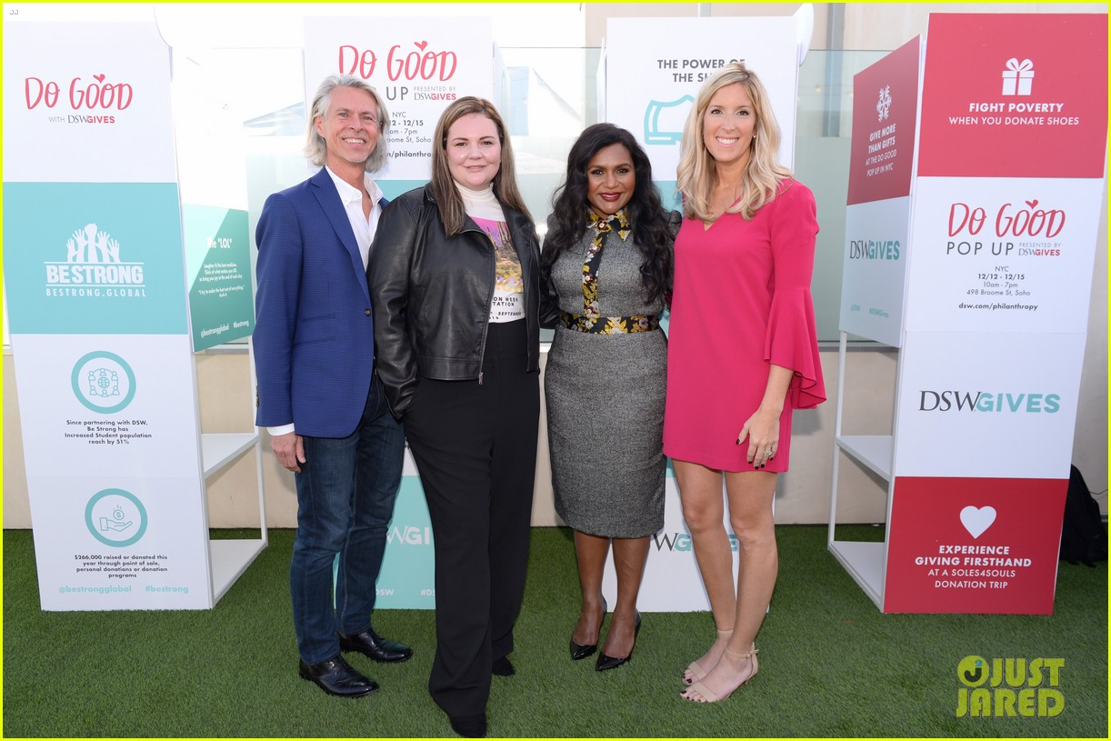mindy kaling attends dsw gives do good pop up event 064384626