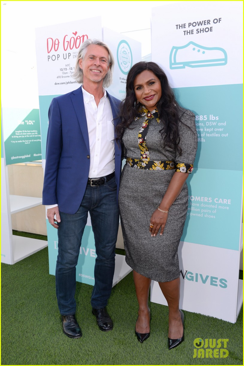 mindy kaling attends dsw gives do good pop up event 074384627