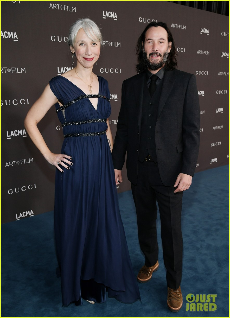 Keanu Reeves Makes Red Carpet Debut With Girlfriend ...
