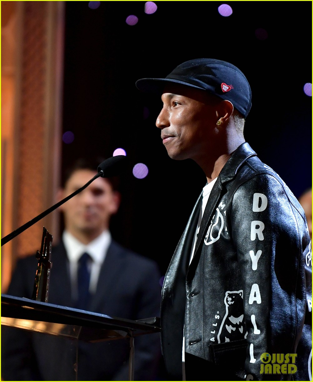 alicia keys honors pharrell williams letter to my godfather at hollywood film awards 2019 334381764