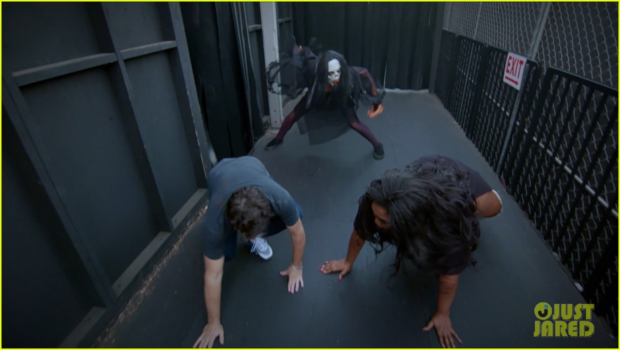 lizzo hits the ground with fear during haunted house tour ellen 024380154