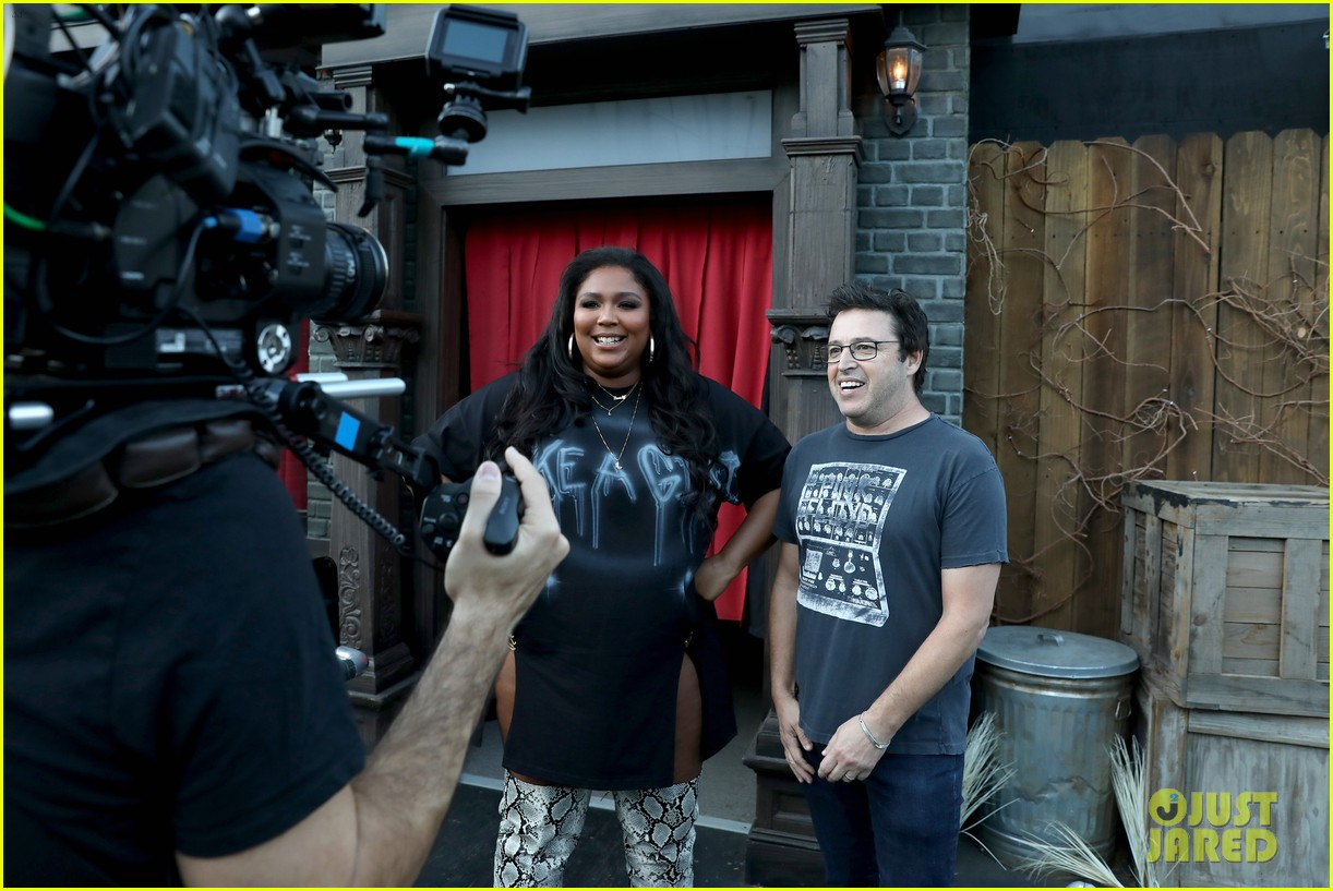 lizzo hits the ground with fear during haunted house tour ellen 034380155