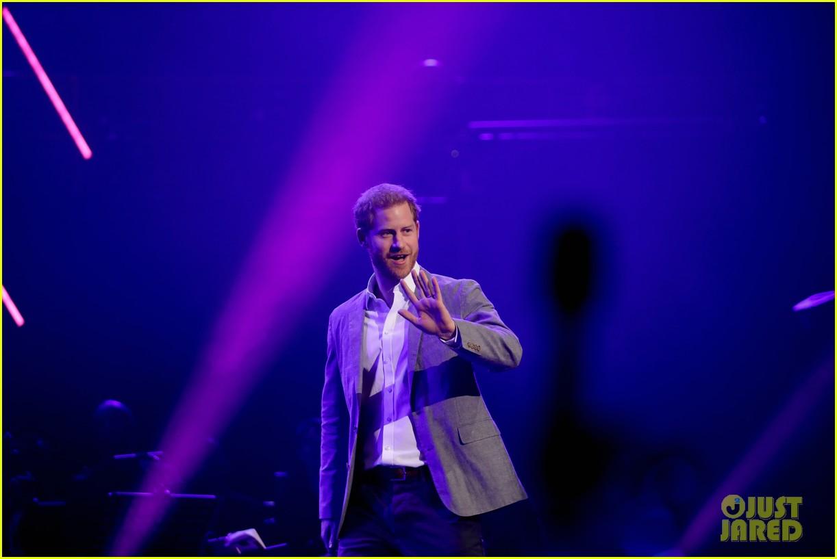 prince harry onside awards november 2019 084389623