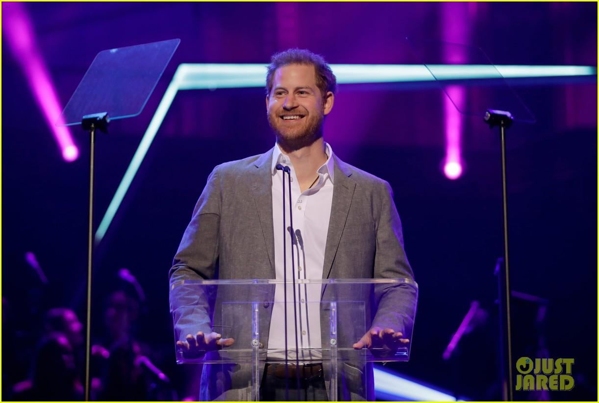 prince harry onside awards november 2019 094389624