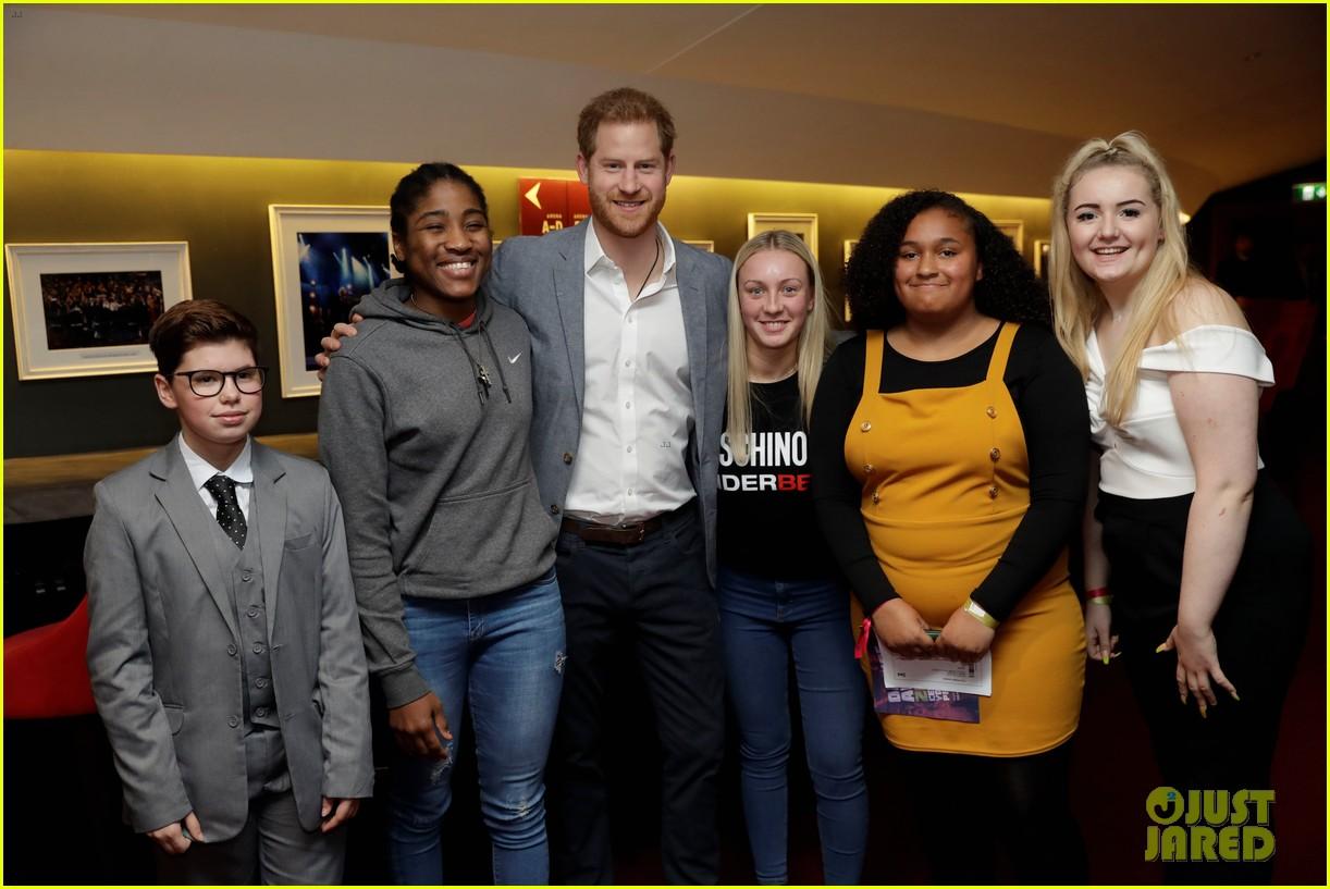 prince harry onside awards november 2019 104389625