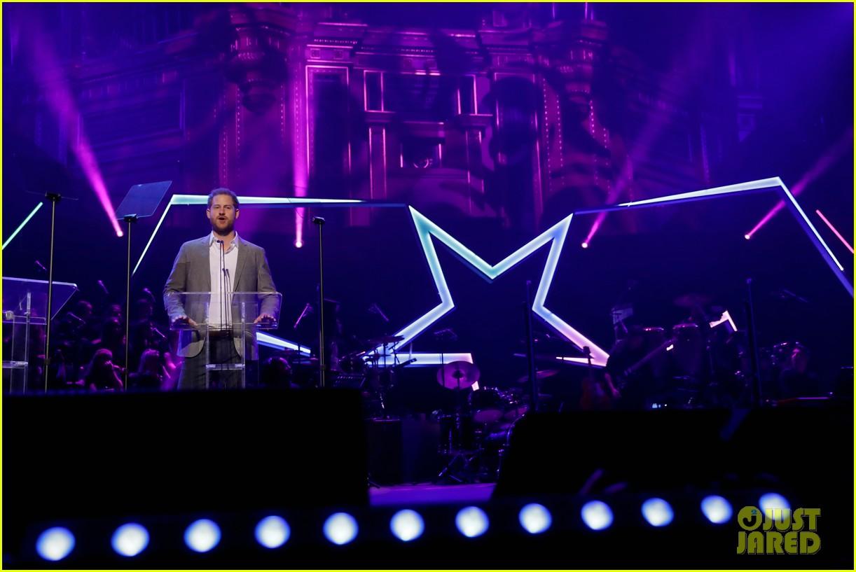prince harry onside awards november 2019 274389642