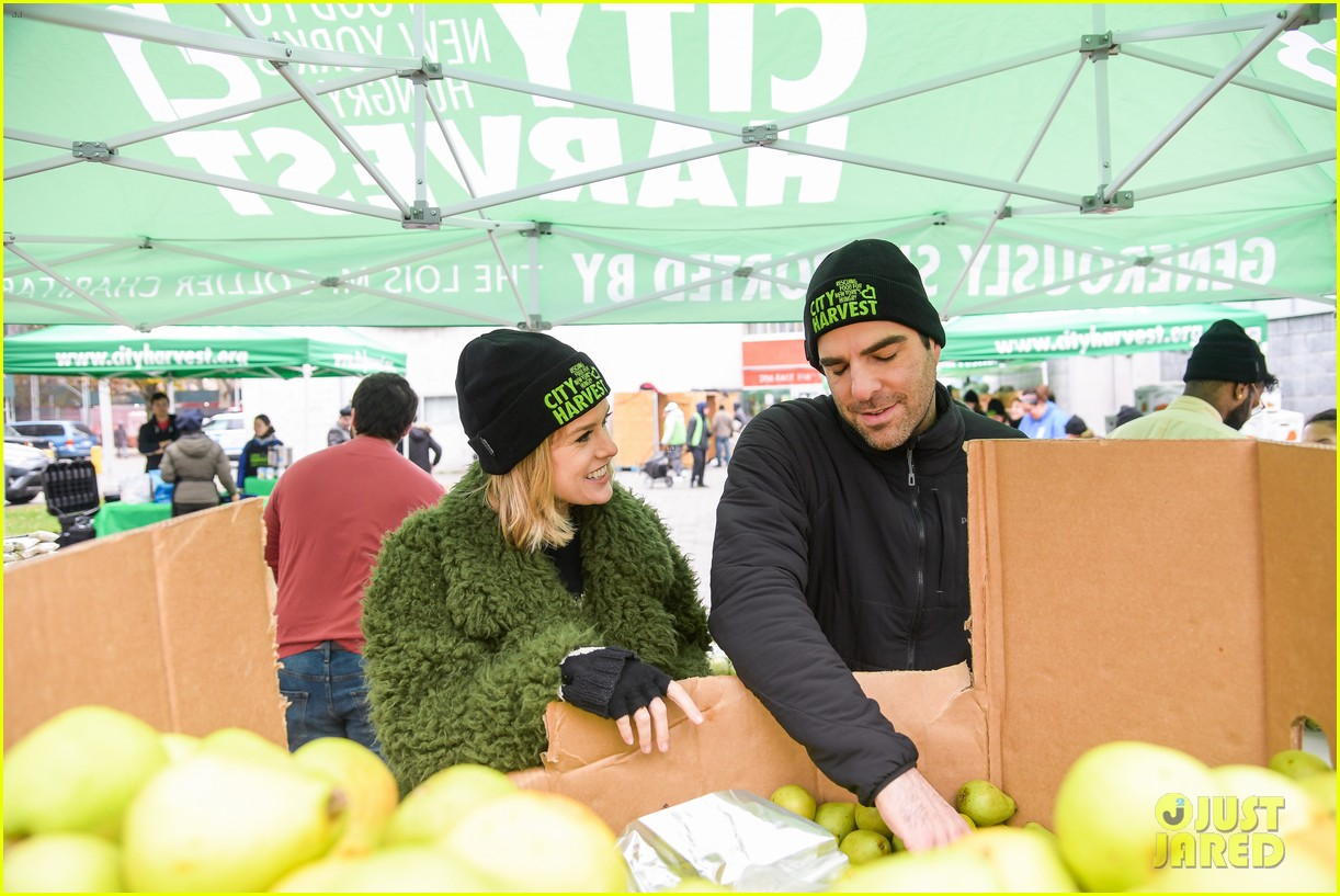 zachary quinto helps distribute food with city harvest ahead of thanksgiving 024395343