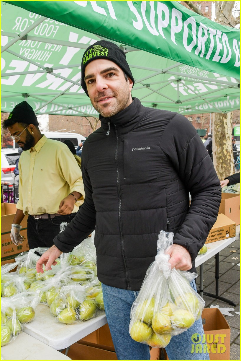 zachary quinto helps distribute food with city harvest ahead of thanksgiving 044395345