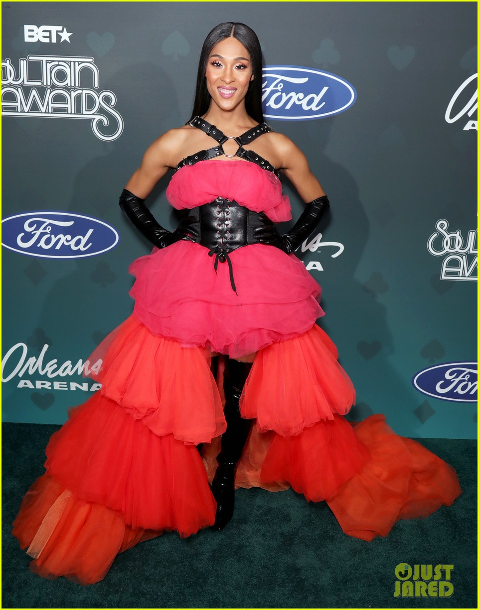 issa rae mj rodriguez h e r more step out in style for soul train awards 034389979