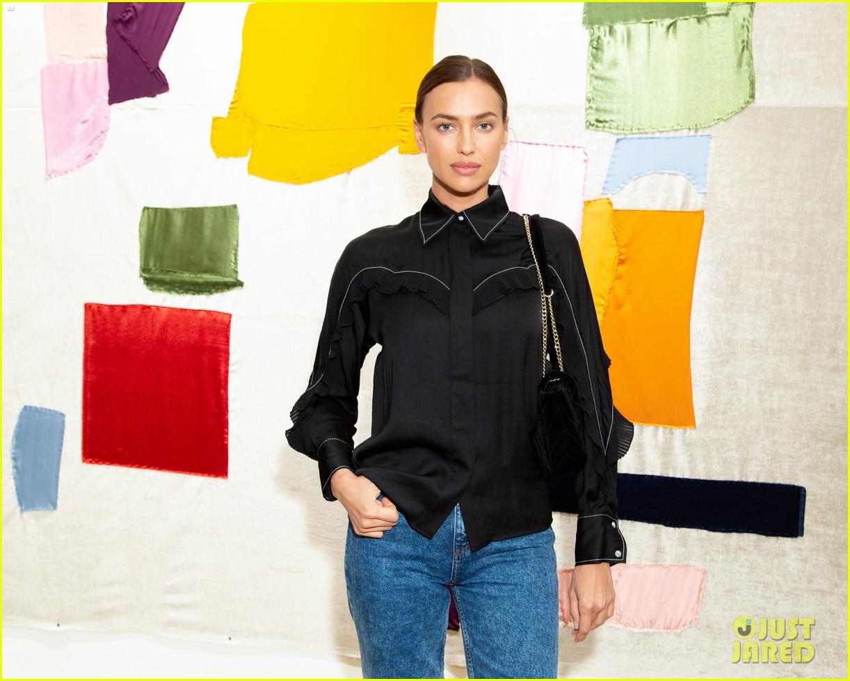 natalia dyer tyler cameron sandro fashion event 084384748