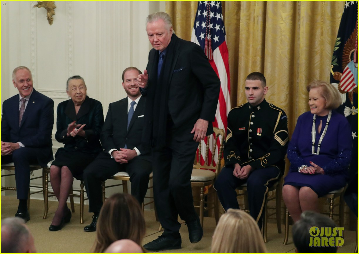 jon voight shows off dance moves trump awards him national medal of arts 034391535