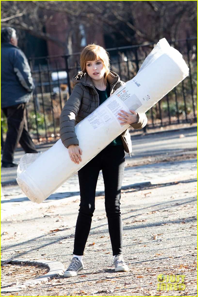 anna kendrick mattress xmas movie reason 024405753