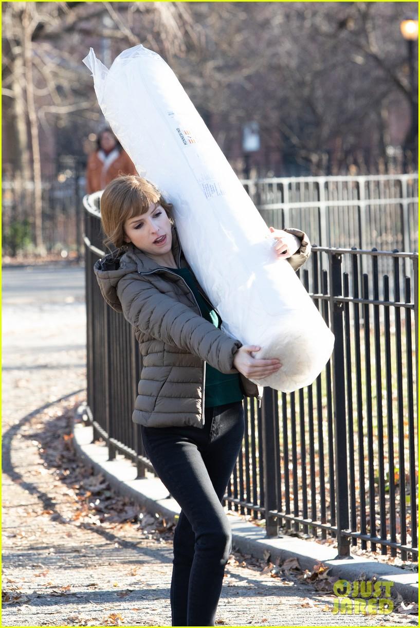 anna kendrick mattress xmas movie reason 034405754