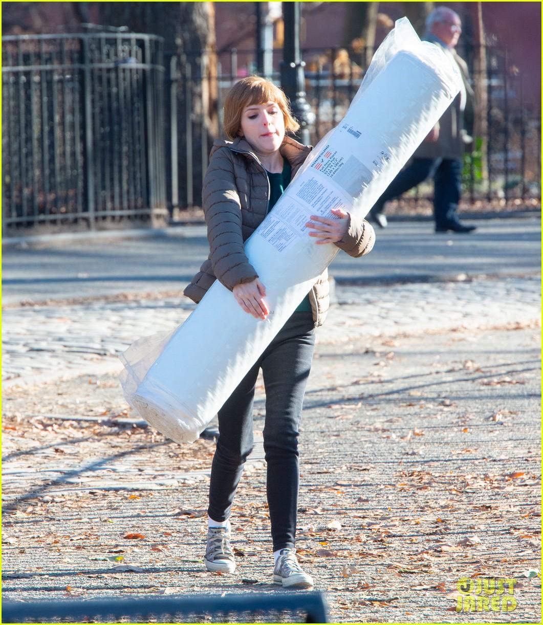 anna kendrick mattress xmas movie reason 054405756