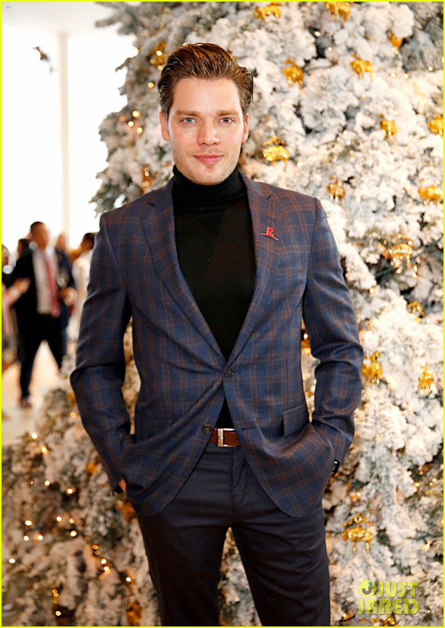 brooks brothers holiday party 254400086