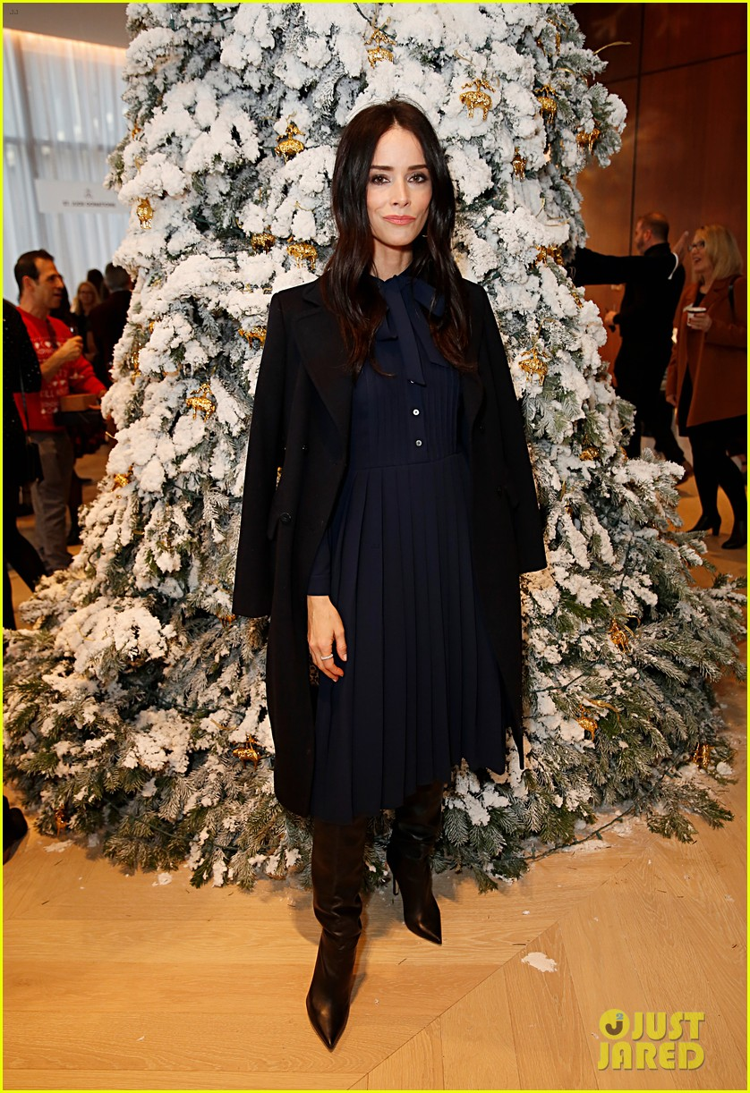 brooks brothers holiday party 324400093