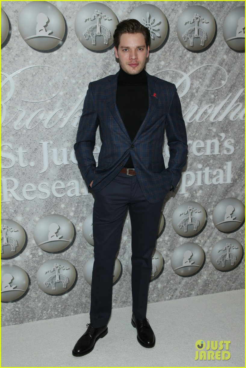 brooks brothers holiday party 444400105