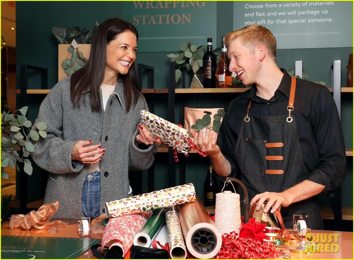 katie holmes brings holiday cheer at frederick wildman wines wrappy hour 114403746
