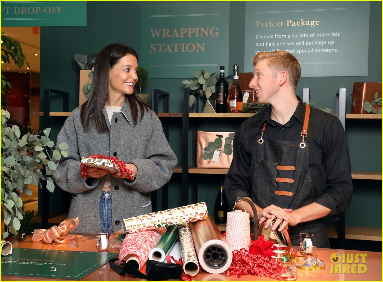 katie holmes brings holiday cheer at frederick wildman wines wrappy hour 124403747